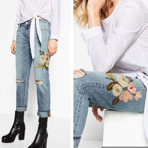 EUC Zara relaxed fit embroidered jeans